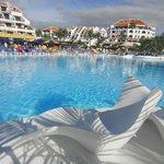 piscina con vista delle location