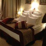 кровать в номере Делюкс
