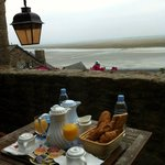 Breakfast during tide change