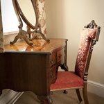 MAHOGANY VICTORIAN DRESSING TABLE AND ANTIQUE CHAIR