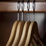 EASY TO USE HANGERS!