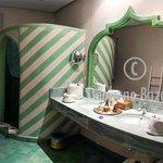 Une salle de bain .. spacieuse