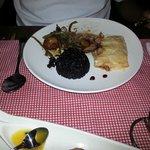 Cordeiro ao vinho, arroz negro e batata