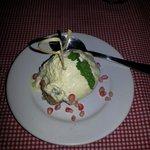 Rabanada de panetone com sorvete de creme com passas ao rum