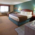 Americ Inn Chippewa Falls King Whirlpool With Sofa