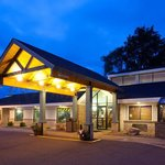 Americ Inn Chippewa Falls Exterior Night