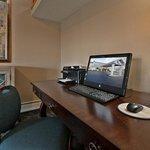 Americ Inn Business Desk