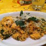 Risotto Del Fattore (Rice cooked with chicken, spinach, tomato and cream sauce)