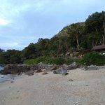вид на павильоны с пляжа
