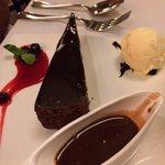 Flourless chocolate cake - yum!!