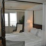 Hotellrummet med vy mot havet