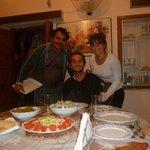 Cenando en Rajpitana Guest House, KP con nosotros!