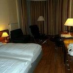 Das Zimmer zwei Nächte hier übernachtet. Das Zimmer war geräumig, mit einem gemütlichen Bett. Da
