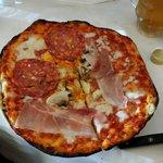 Pertinho do Museu do Vaticano, que bela pizza! Restaurante Al Museu