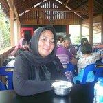 Enjoying lunch with Linda