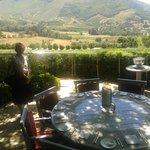 Une table dans les vignes!
