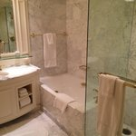 Amazing bathroom - tub