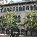 Edificio de LA CAIXA, joya del modernismo, en el nº 22