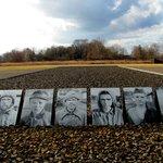 Fotografías que se pusieron a modo de memorial en Sachsenhausen