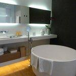 jr suite bath with tea cup tub