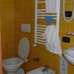 la salle de bains de la chambre 204