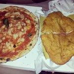 Pizza margherita e pizza fritta