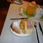 Cafe - croissant com doce de leite