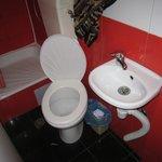 WC do quarto - lavatório e sanita.