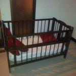 Baby cot (broken latch)