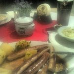 Bratwurst with butter potatoes and beer