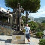 Statue of Zeki Muren
