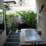Lovely open air bathroom - completely private