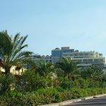 Tuż za szlabanem kompleksu Kipriotis Panorama & Suites
