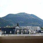 desde la ventana veo la subida del Pico Jer