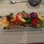 Salade croquante, poivrons farcie et foie gras