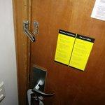 Manutenção Ruim. Trava porta não funciona.