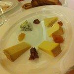 tagliere di formaggi e confetture