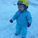 Klara erlebt Schnee :)