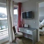Helle Zimmer mit Balkon