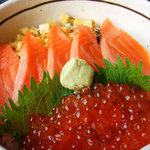 イクラサーモン丼 (Salmon roe & Salmon on the sushi rice bowl)