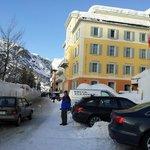 Hotel Edelweiss zwischen Schneemauern