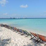 spiaggia e sdrai
