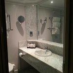 King deluxe room - bathroom