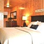 Room 6 w/Queen Bed