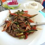 Wok de ternera acompañado de arroz