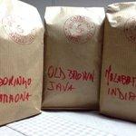 alcuni dei caffè proposti da asporto, macinati al momento