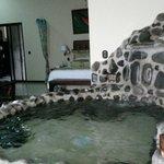 Nada supera la experiencia de tener un jacuzzi de aguas termales en tu habitación.