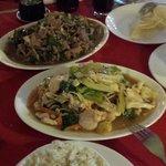 Carne Mongoliana y Chapsui de pollo.