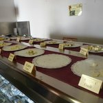 Degustación de quesos en mercadito cercano al centro