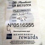 Los valet parking dejaron el auto sobre Alicia Moreau de Justo, donde prohibido estacionar.